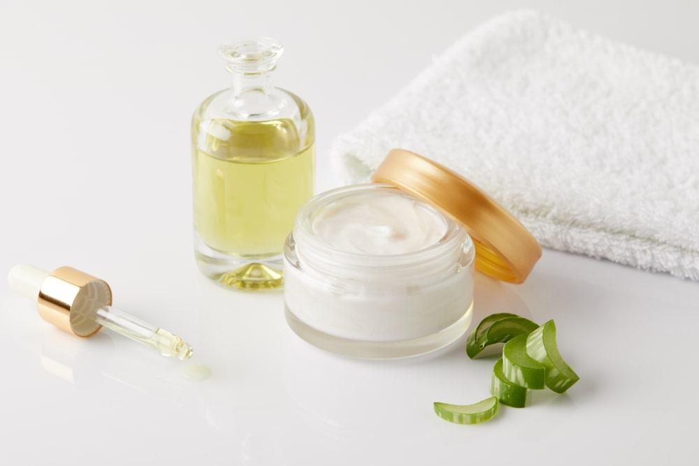 CBD CREAM - Best CBD Skin Care : CBD Face Serum For Acne, wrinkles & Anti-Aging